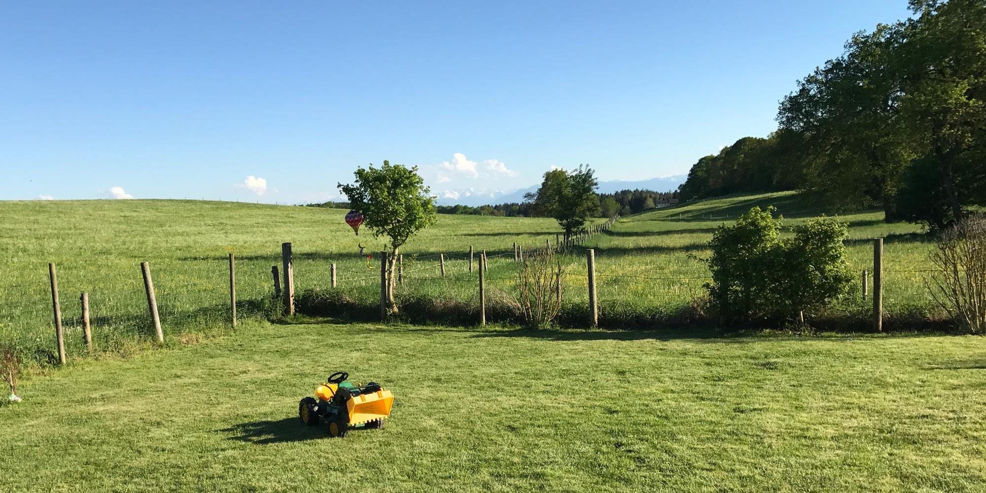 Traktor im Garten